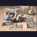 1:35  Tamiya  35220 Немецкий механик и принадлежности для ремонта