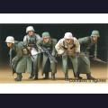 1:35  Tamiya  35256 Немецкие солдаты в зимнем обмундировании
